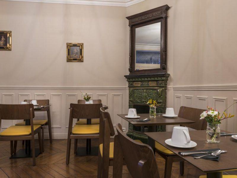 Hôtel de la porte dorée salle petit-déjeuner