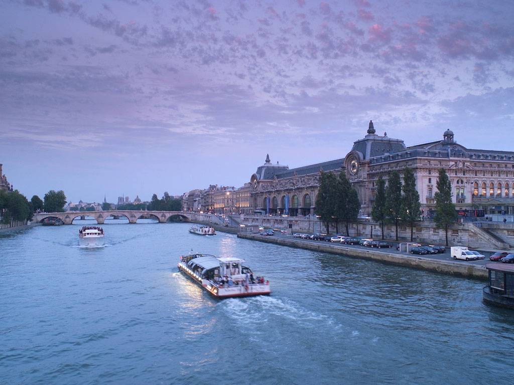 The Mercure Paris Centre Tour Eiffel 1